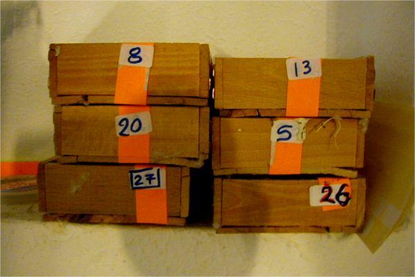 Σε κουτάκια ξύλινα με βαμβάκι, αριθμημένα και προπαντός σε «εύκαιρο» σημείο, όπου όποτε μπορούμε περιστρέφουμε τα αυγά και από λίγο.